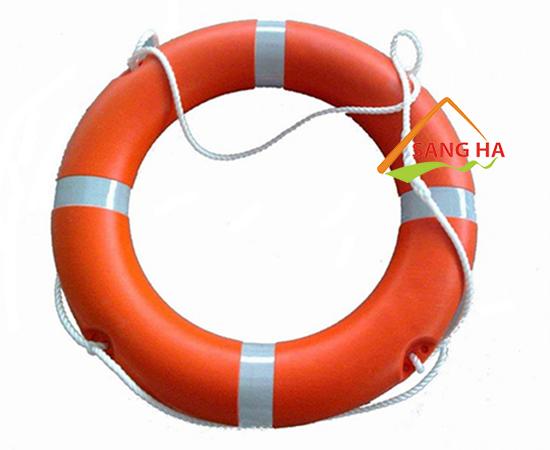 Phao cứu sinh là vật dụng không thể thiếu khi tham gia các hoạt động dưới nước