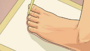 Vẽ đường viền sát khung chân của bạn
